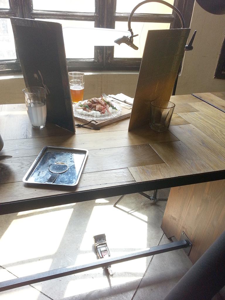 צילום מזון בעזרת תאורת חלון ורפלקטורים