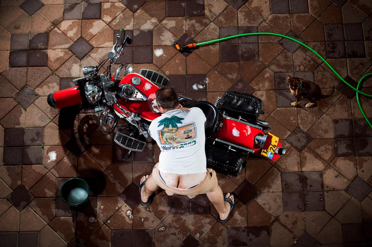תמונה של הצלם סטאס מנקה אופנוע