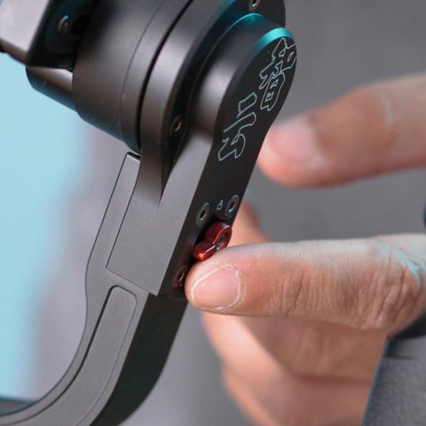לחצני נעלית הזרועות של הגימבל לצילום סרטונים