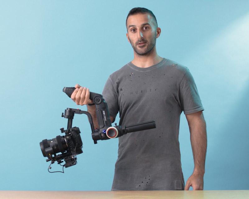 בני מחזיק גימבל לצילום וידאו תדמית בסטודיו